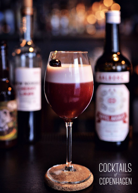 No name cherry fizz from Duck and Cover one of the best cocktail bars in Copenhagen, Photo by Alexander Banck Petersen - photographer at Cocktails of Copenhagen